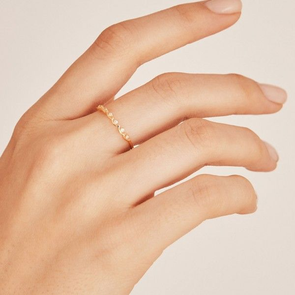 Crownie gold ring hand 1