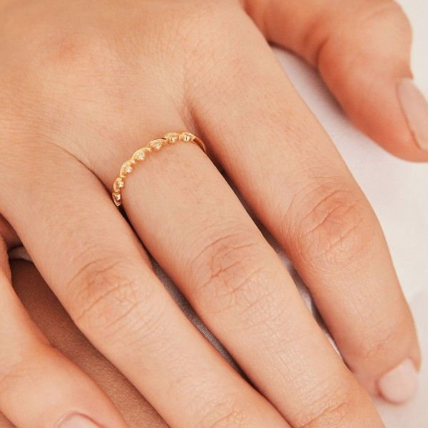Crownie gold ring hand 2