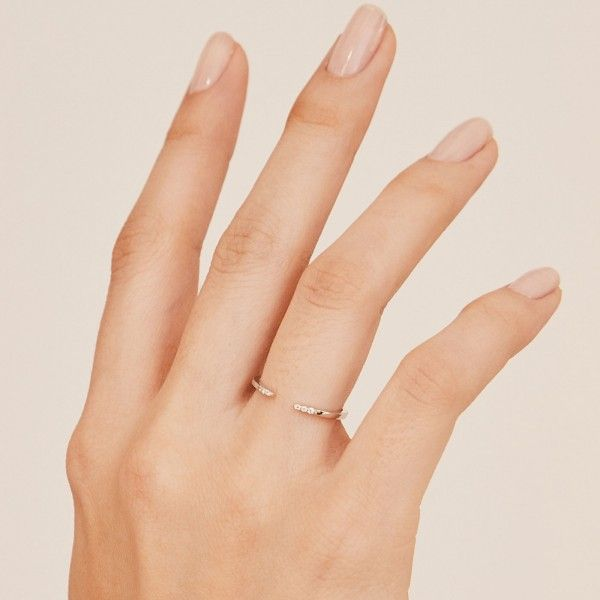Sophie silver ring hand