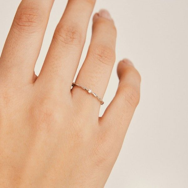 Bubbly silver ring hand