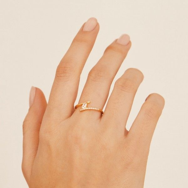 Jane gold ring hand