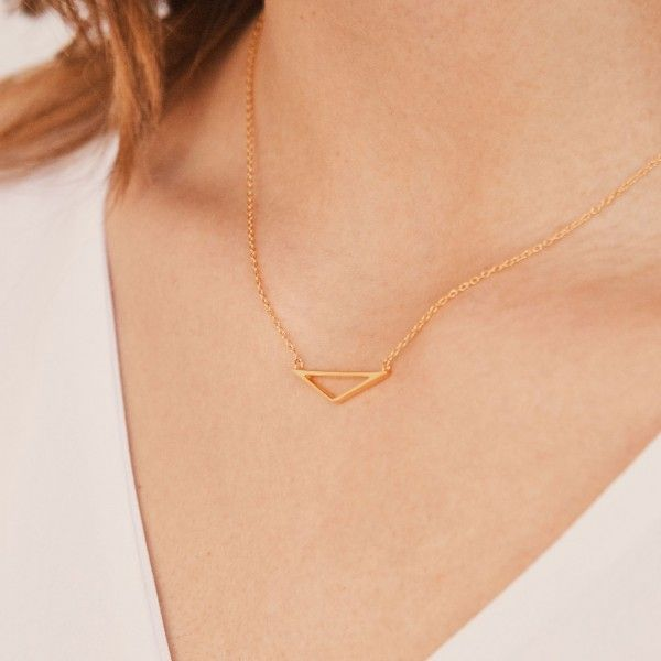 Isos gold necklace detail